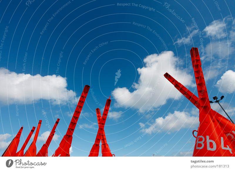 FINDE DEN FEHLER Himmel blau rot Wolken Wasserfahrzeug Metall groß Wachstum Metallwaren außergewöhnlich Laterne Stahl Schifffahrt Himmelsrichtung graphisch