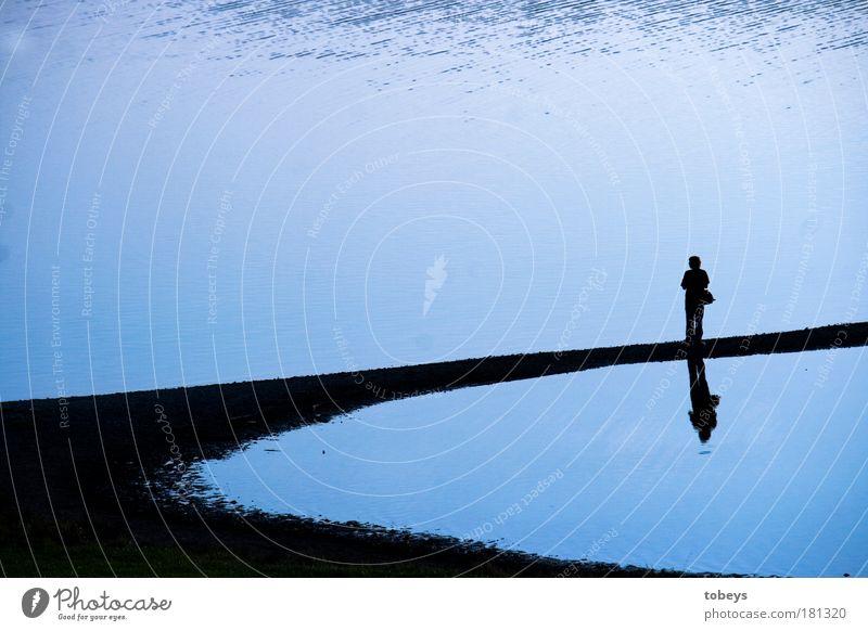 Ruhe Mensch Natur blau Wasser Einsamkeit kalt Gefühle Freiheit Glück Traurigkeit Küste Denken träumen Stimmung natürlich Zufriedenheit