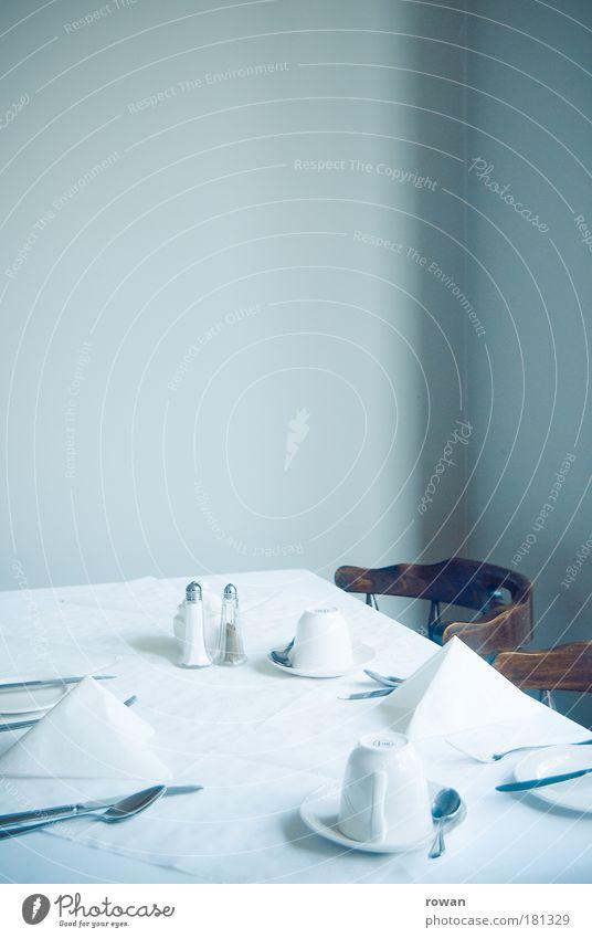 zu tisch grün weiß hell Ernährung Tisch Stuhl Restaurant Frühstück Appetit & Hunger Geschirr Tasse Teller Mahlzeit Abendessen Möbel Mittagessen