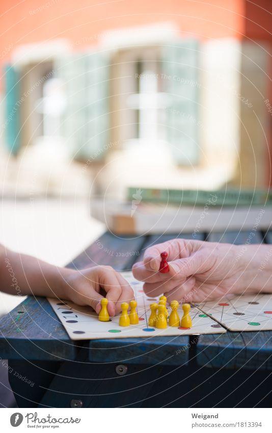 Die rote Figur Freude Freizeit & Hobby Spielen Feste & Feiern Verlierer Kindererziehung Bildung Kindergarten lernen Feierabend Mensch Hand 2 Spielzeug frech