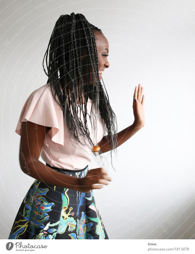 Tash Lollipop feminin Frau Erwachsene 1 Mensch Hemd Rock Haare & Frisuren schwarzhaarig langhaarig Zopf Rastalocken Afro-Look festhalten lachen Blick stehen