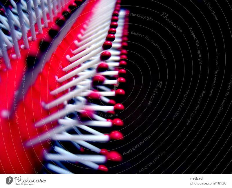 Haarkamm03 Körperpflege Dinge Haarpflege Reihe aufgereiht hintereinander Reihenfolge Symmetrie Haarbürste Borsten
