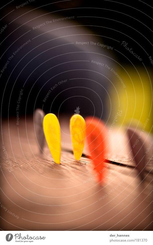 rot-gelb rot gelb Spielen Stil Musik Holz Feste & Feiern Design Musikinstrument Konzert Makroaufnahme Gitarre Maserung Plektron Musik hören