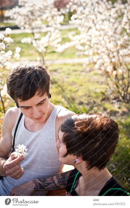 ick lieb dir III Farbfoto Außenaufnahme Sonnenlicht Schwache Tiefenschärfe Oberkörper Blick Stil Glück Mensch maskulin feminin Junge Frau Jugendliche