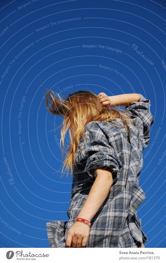 Attack Himmel Jugendliche blau Hand Ferien & Urlaub & Reisen Farbe Erholung feminin Haare & Frisuren träumen blond Tanzen Arme natürlich Fröhlichkeit Coolness