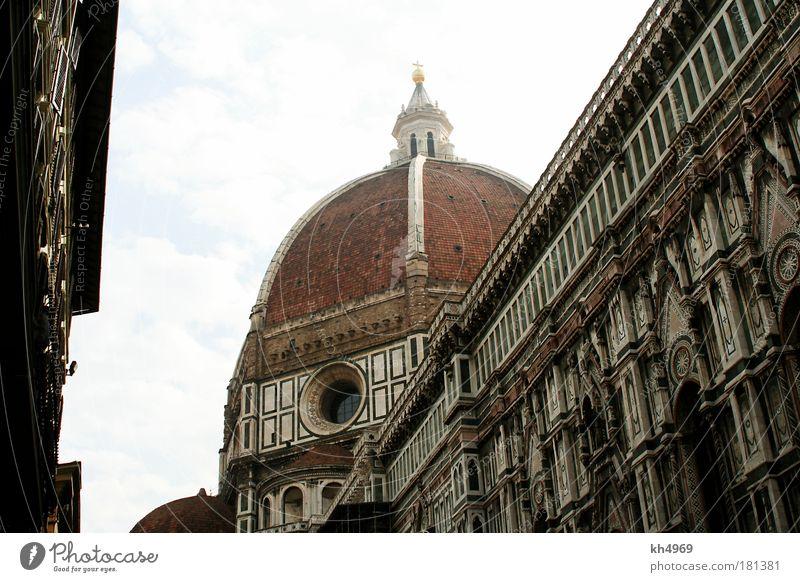 Dom in Florenz Farbfoto Außenaufnahme elegant Tourismus Städtereise Kunst Himmel Stadt Mauer Wand Fenster Dach Sehenswürdigkeit Dom Florenz Stein Tradition