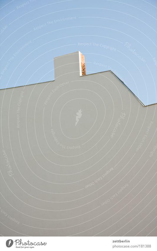 Fassade Mauer Brandmauer Putz Haus Stadthaus Architektur leer neu frei Wand Schornstein Himmel Schönes Wetter Wolkenloser Himmel Skyline Linie Statistik