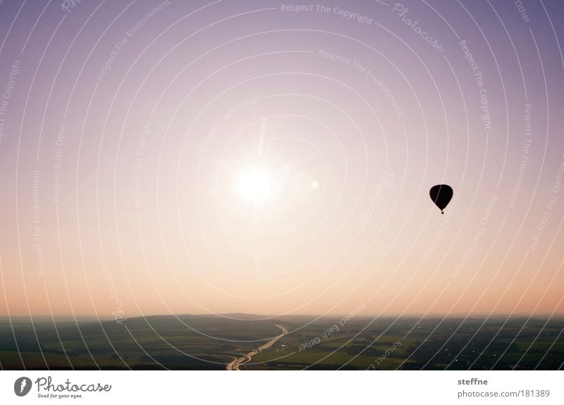 rrrrro mmantic Farbfoto Außenaufnahme Dämmerung Sonnenlicht Sonnenaufgang Sonnenuntergang Landschaft Schönes Wetter Ballone Lebensfreude Frühlingsgefühle