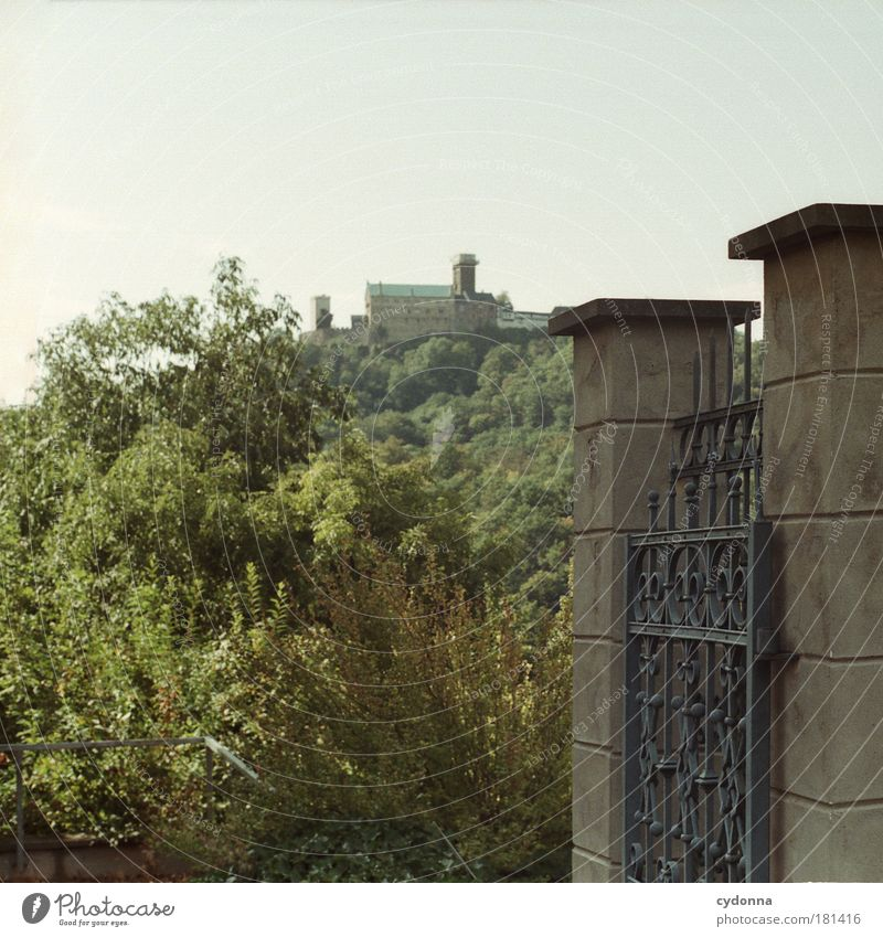 Wartburg Farbfoto Außenaufnahme Detailaufnahme Menschenleer Textfreiraum links Textfreiraum oben Tag Schatten Kontrast Schwache Tiefenschärfe Zentralperspektive
