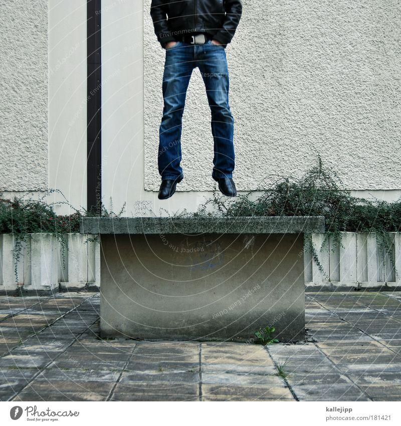 taschenbilliard Mensch Mann Haus Erwachsene Erholung Mauer springen Beine Fuß Fassade hoch maskulin Zukunft Coolness Tod Bildung