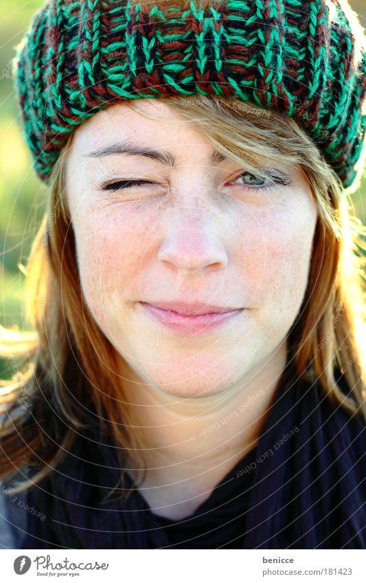 See ya ! Frau Mensch Porträt Natur Jugendliche schön Gesicht Freude Winter Auge Zwinkern Leben kalt Herbst Blick