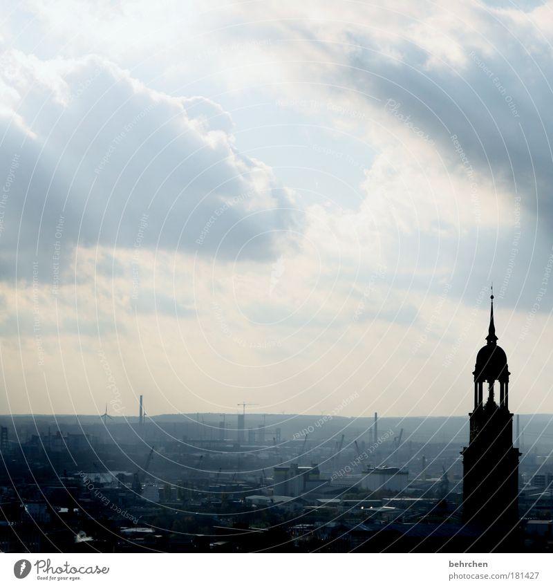 arbeitsplatz schön Himmel Wolken Regen Zufriedenheit Architektur Wind frei Hamburg Stadt Kirche Aussicht Dach Hafen Unendlichkeit Bauwerk