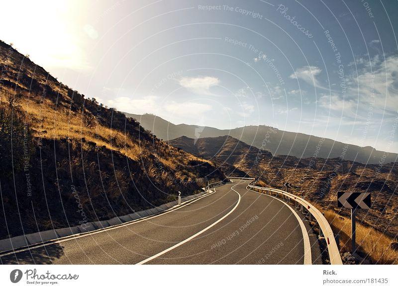 .Bis zum Horizont - Slalom Himmel Ferien & Urlaub & Reisen Sonne Wolken Erholung Straße Umwelt Berge u. Gebirge Wege & Pfade Schilder & Markierungen Beton