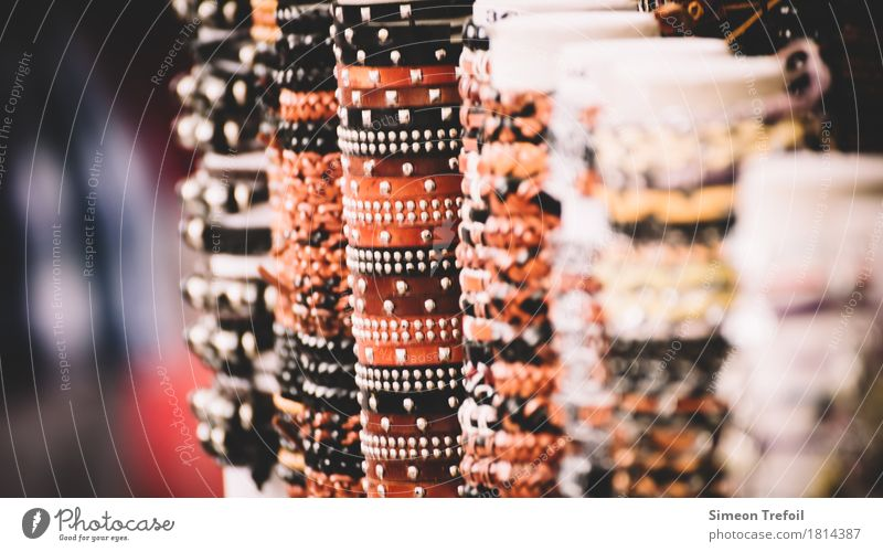 Schmuckstücke Stil Körper maskulin feminin Jugendliche Erwachsene Arme Hand Armband Souvenir Leder Metall Gold schön Frühlingsgefühle ästhetisch Design kaufen