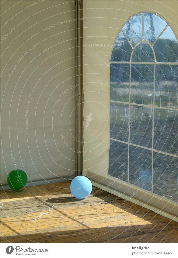 Der Morgen danach weiß grün blau Freude Einsamkeit Erholung Party braun Feste & Feiern trist Luftballon Ende liegen Freizeit & Hobby Vergänglichkeit Bierzelt
