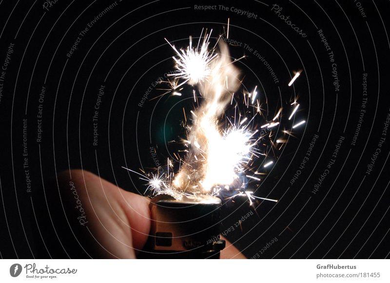 iGNiTiON Farbfoto Lichterscheinung Feuerzeug Funken Flamme heiß hell Gas Stichflamme kurzlebig Momentaufnahme brennbar
