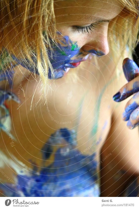 *touch* Frau bemalt Körpermalerei Farbe Finger Gesicht nackt Nase Wange angemalt zart blond mehrfarbig Haut Hautfarbe