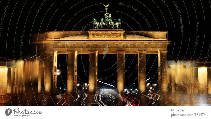 Berlin Farbfoto Außenaufnahme Experiment abstrakt Menschenleer Nacht Langzeitbelichtung Deutschland Tor Architektur Sehenswürdigkeit Wahrzeichen Denkmal