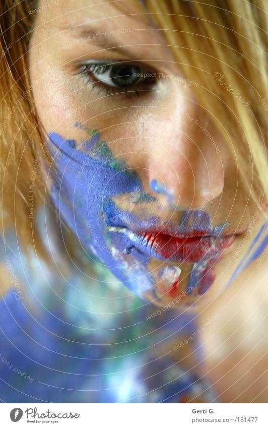 *still Frau schön Gesicht ruhig Auge Farbe Denken Mund Porträt blond Nase nachdenklich bemalt Körpermalerei