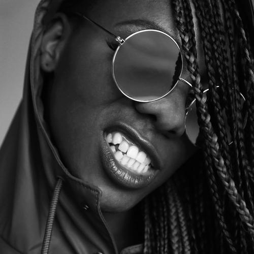 Universelle Weißheit Mensch schön Leben Bewegung feminin Kraft Lächeln Mund bedrohlich Zähne Wut Leidenschaft Mut Konzentration Stress langhaarig
