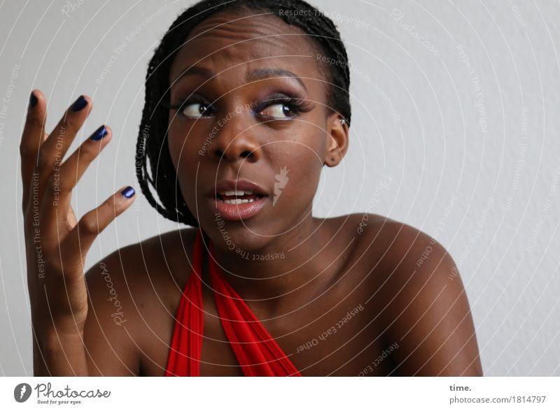 . Mensch schön Leben sprechen Bewegung feminin Haare & Frisuren Kommunizieren authentisch Kreativität beobachten planen Kleid Überraschung Konzentration