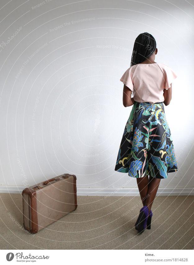 . Raum feminin 1 Mensch Hemd Kleid Koffer Damenschuhe Haare & Frisuren schwarzhaarig langhaarig Denken stehen warten schön Sicherheit Schutz demütig Traurigkeit