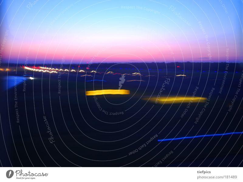 landing. Himmel Ferien & Urlaub & Reisen Freiheit Wetter rosa fliegen Flugzeug Klima Luftverkehr Geschwindigkeit Tragfläche Flughafen Todesangst Leichtigkeit Licht Neonlicht