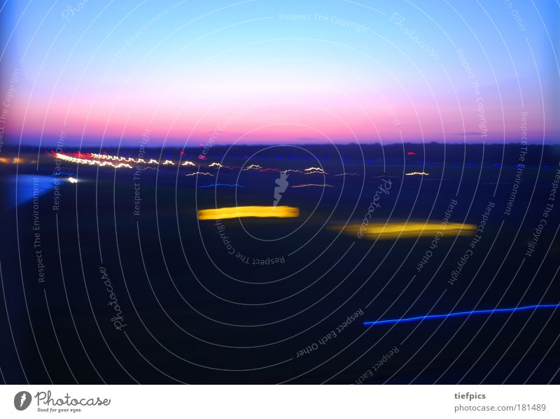 landing. Himmel Ferien & Urlaub & Reisen Freiheit Wetter rosa fliegen Flugzeug Klima Luftverkehr Geschwindigkeit Tragfläche Flughafen Todesangst Leichtigkeit