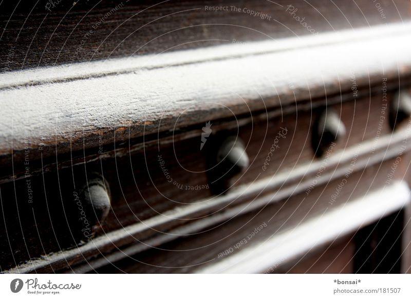 staub zu staub... Stil Haus Renovieren Traumhaus Architektur Tür Holz alt ästhetisch dreckig elegant historisch Originalität retro braun weiß standhaft