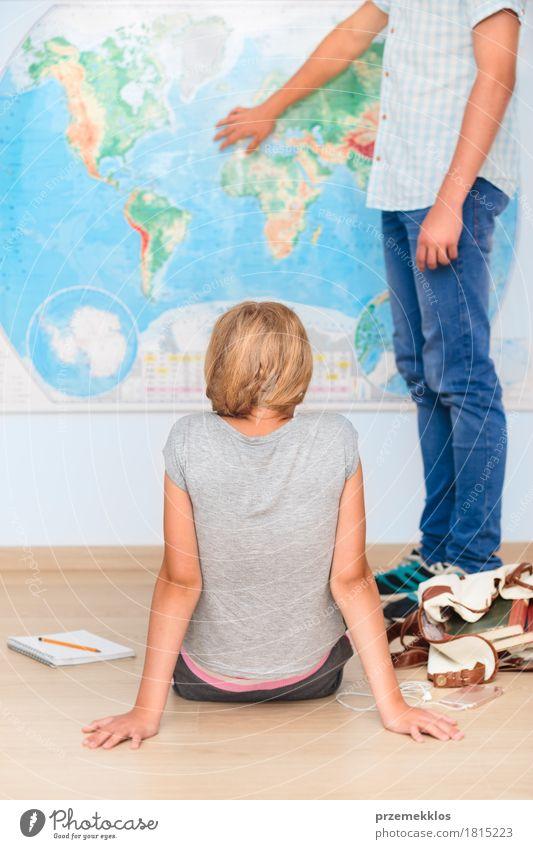 Mensch Jugendliche Mädchen sprechen Lifestyle Junge Schule Denken 13-18 Jahre lernen Papier Studium Bildung Student Handy Landkarte