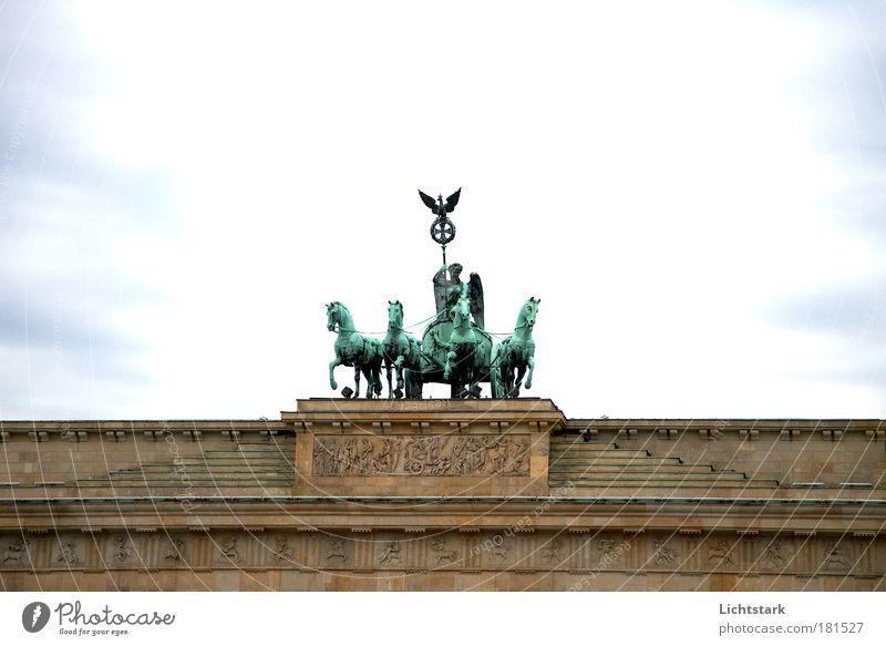 BERLIN - du bist so alt blau grün Freude Architektur Glück Kunst außergewöhnlich braun Tourismus ästhetisch Ernährung Hoffnung Sicherheit Bauwerk entdecken