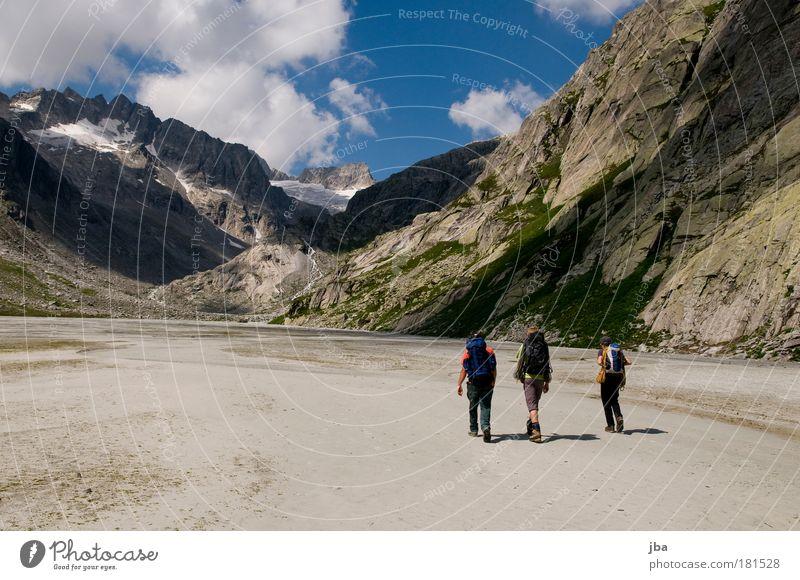 in den Bergen Farbfoto Außenaufnahme Textfreiraum links Tag Freizeit & Hobby Bergsteigen wandern zustieg Ausflug Abenteuer Sommer Berge u. Gebirge gipfelstürmer
