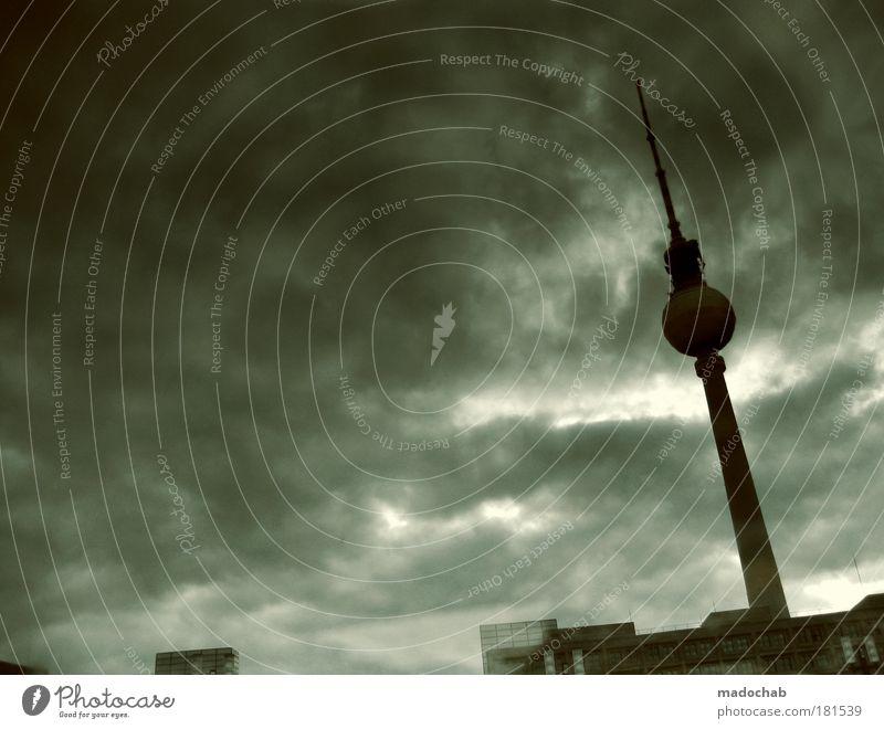 Stadt mit 6 Buchstaben serviert in Regenwasseransammlung Berlin Gefühle Traurigkeit Stimmung Architektur Umwelt Trauer gefährlich Zukunft Turm Klima Sturm