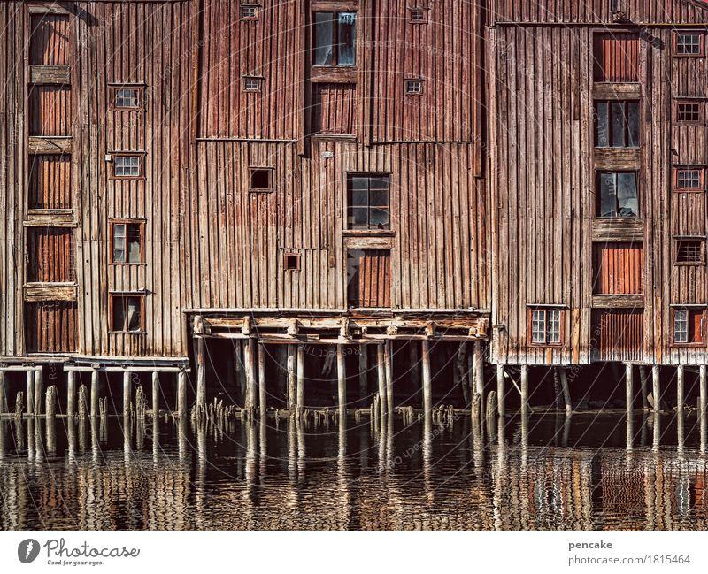 handel und wandel Urelemente Wasser Flussufer Hafenstadt Altstadt Haus Bauwerk Gebäude Architektur Holz Bekanntheit historisch reich retro Stadt Wärme Lagerhaus