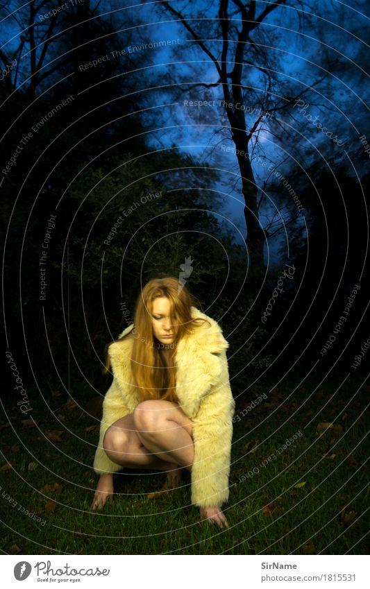 409 [night fashion] schön Abenteuer Nachtleben Junge Frau Jugendliche Weiblicher Senior 18-30 Jahre Erwachsene Kunst Jugendkultur Nachthimmel Mond Baum Gras