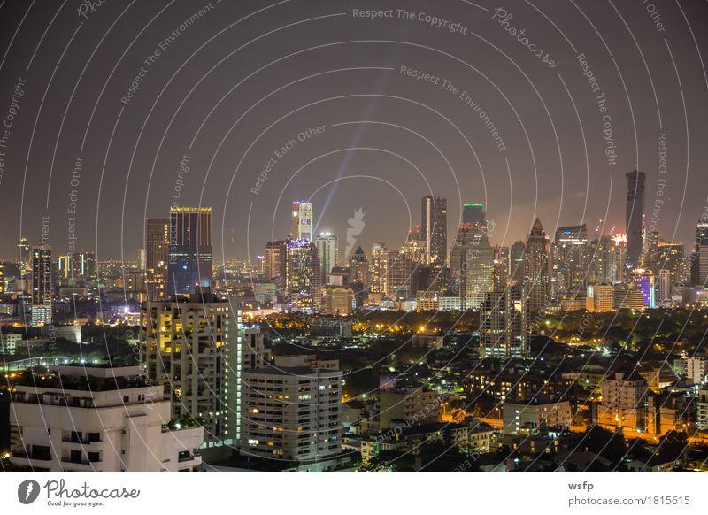 Bangkok skyline bei nacht panorama Büro Stadt Stadtzentrum Skyline Hochhaus Architektur authentisch Beleuchtung Stadtteil sukhumvit himmel bank Asien Thailand