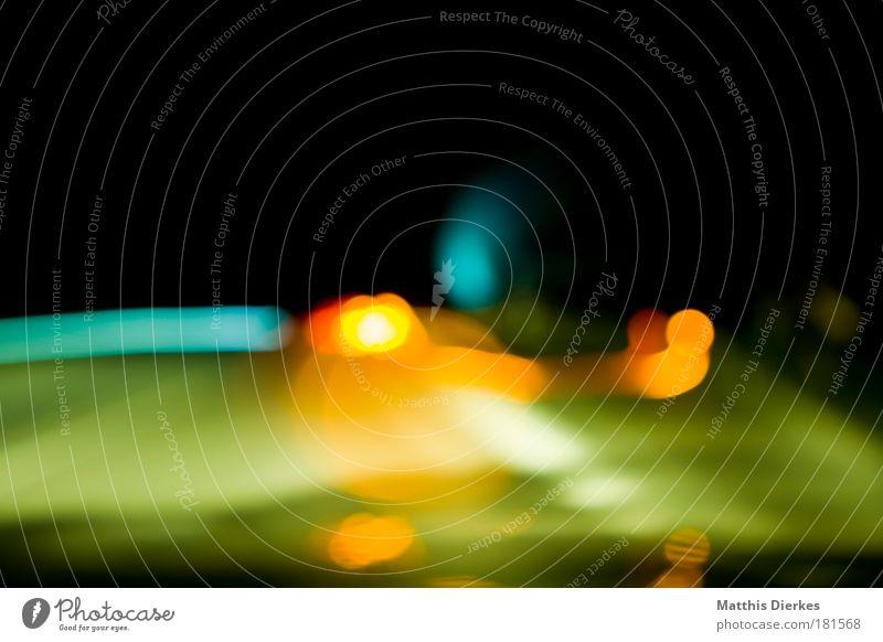Sekundenschlaf grün rot Verkehr gefährlich Autobahn Alkoholisiert Scheinwerfer unklar Autoscheinwerfer Rücklicht Gegenverkehr Geisterfahrer Fernlicht