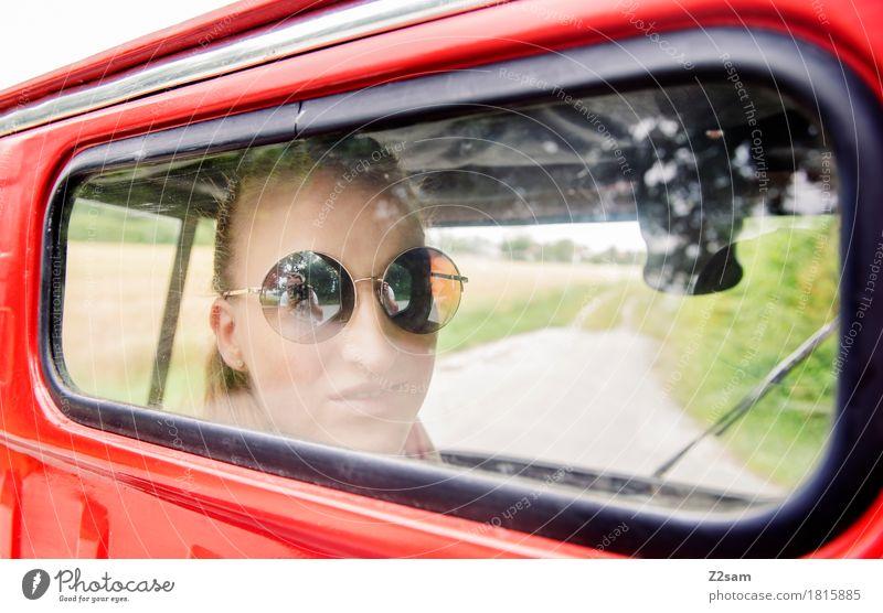 Ciao Ragazzi Lifestyle elegant Stil Sommer Junge Frau Jugendliche 18-30 Jahre Erwachsene Landschaft Schönes Wetter Feld Straße Fahrzeug PKW Kleinmotorrad Mode