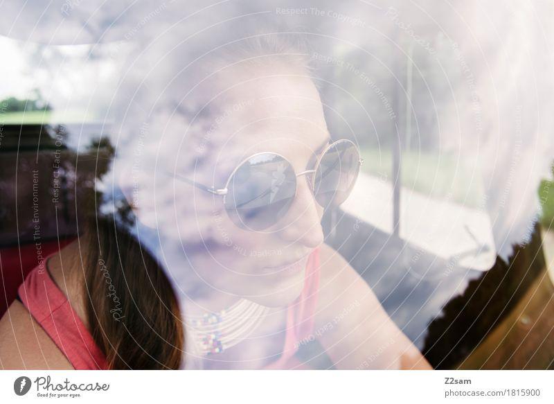 Ciao Ragazzi Lifestyle elegant Stil Sommer Junge Frau Jugendliche 18-30 Jahre Erwachsene Fahrzeug PKW Kleinmotorrad Mode Sonnenbrille blond Blick Coolness frech