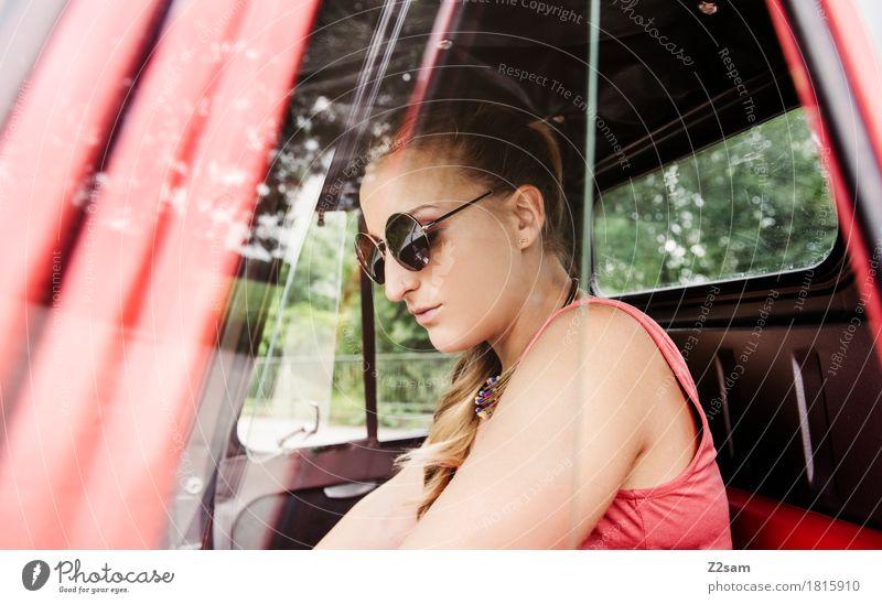 Ciao Ragazzi Lifestyle elegant Stil Sommer Junge Frau Jugendliche 18-30 Jahre Erwachsene Fahrzeug PKW Mode Sonnenbrille blond langhaarig genießen träumen