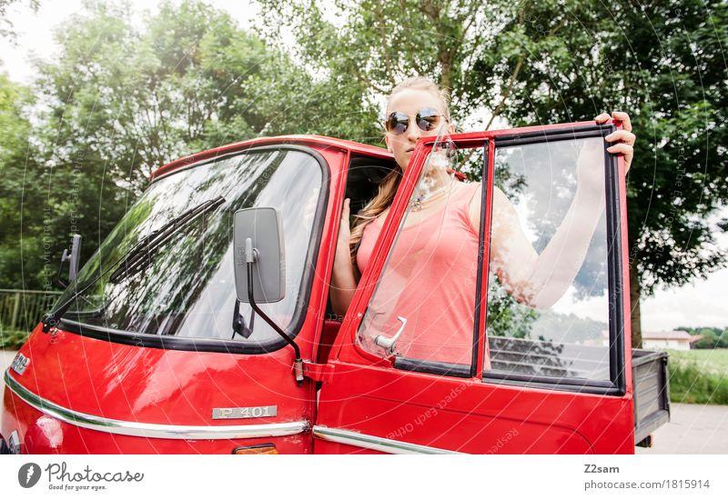 Ciao Ragazzi Lifestyle elegant Stil Sommer feminin Junge Frau Jugendliche 18-30 Jahre Erwachsene Landschaft Schönes Wetter Baum Autofahren PKW Mode Kleid