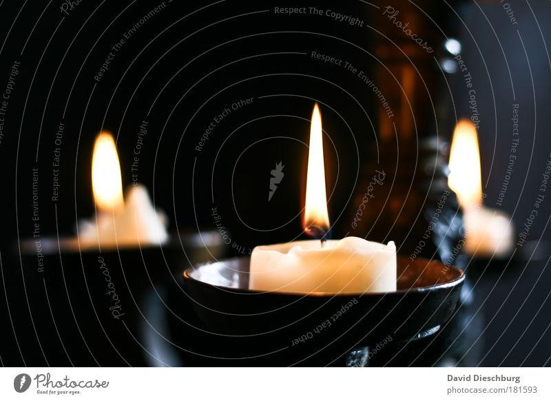 Middleagefeeling alt ruhig schwarz gelb Stimmung Dekoration & Verzierung Romantik Kerze brennen gemütlich früher Kerzenschein rustikal Wachs Mittelalter Kerzendocht