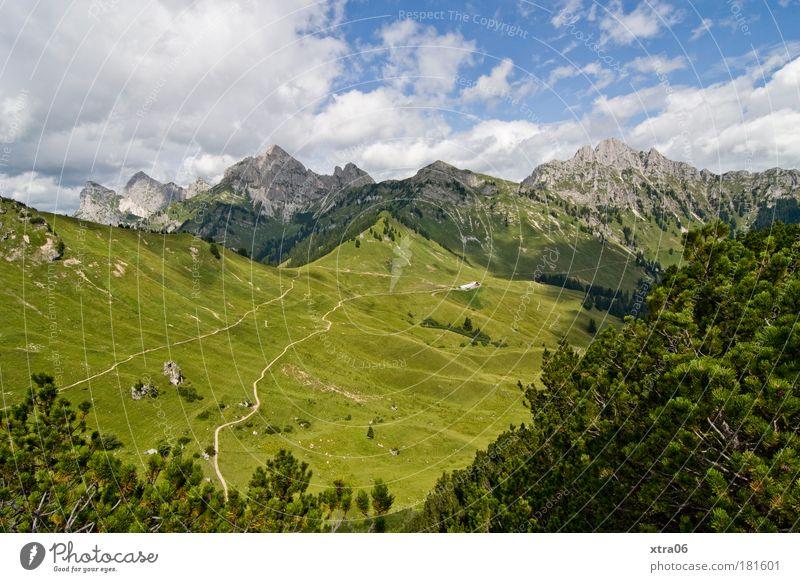 hinter sieben bergen Natur Himmel Baum grün blau Pflanze Sommer Ferien & Urlaub & Reisen Wolken Ferne Wiese Gras Berge u. Gebirge Frühling Wege & Pfade Landschaft