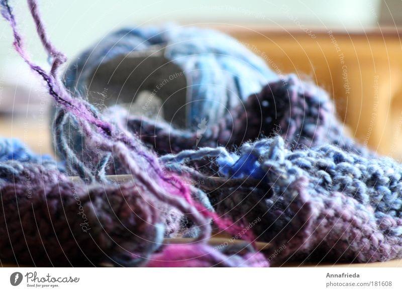verstrickt Farbfoto Nahaufnahme Menschenleer Schwache Tiefenschärfe Freizeit & Hobby stricken Handarbeit Bekleidung Pullover Schal Mütze Wolle Strickgarn