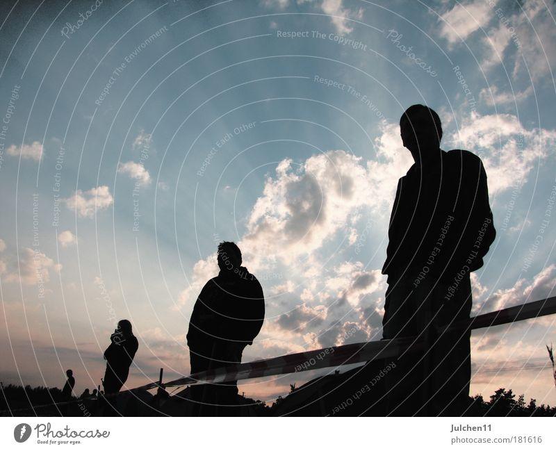 erleuchtet Farbfoto Außenaufnahme Textfreiraum links Dämmerung Silhouette Sonnenaufgang Sonnenuntergang Gegenlicht Froschperspektive Mensch maskulin Erwachsene