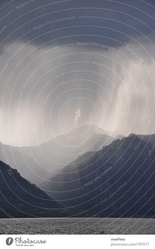 Gewitterregen Wasser Himmel Berge u. Gebirge See Regen Landschaft Luft Wind Wetter bedrohlich Klima Alpen Seeufer Unwetter Urelemente