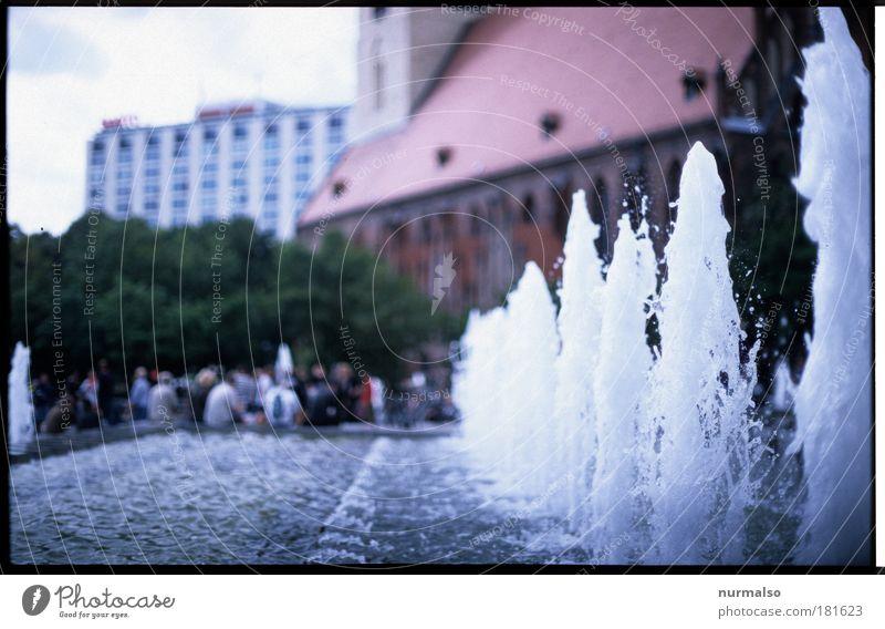 Berlin Mitte, es war Sommer Farbfoto Tag Berlin-Mitte Stadtzentrum Springbrunnen rein spritzen Erfrischung Wasserfontäne sprudelnd
