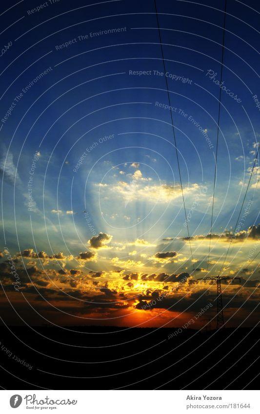 Der letzte Gruß Himmel blau rot schwarz Wolken gelb Landschaft Beleuchtung Horizont ästhetisch leuchten Sonnenaufgang Strommast Sonnenstrahlen