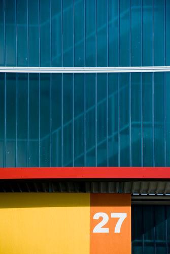 27 blau weiß rot Haus Farbe gelb Wand Architektur Gebäude Mauer Linie orange Glas Wohnung Fassade