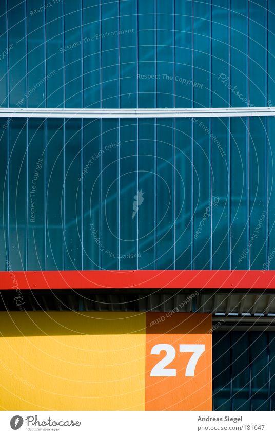 27 Farbfoto Außenaufnahme Detailaufnahme Menschenleer Textfreiraum oben Textfreiraum Mitte Tag Licht Schatten Kontrast Sonnenlicht Häusliches Leben Wohnung Haus